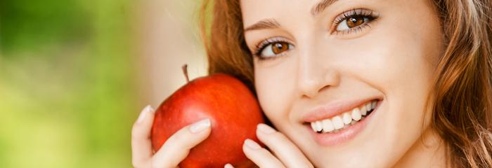 リンゴで肌に潤いを!? 乾燥肌にオススメな食べ物は?