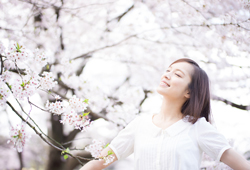 春は肌が乾燥する? トラブルの原因と3つの対策